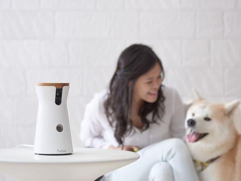 ペット用の見守りカメラが体験できる、愛犬家のためのドッグカフェが期間限定オープン ペット向けの見守りカメラ「Furbo ドッグカメラ」