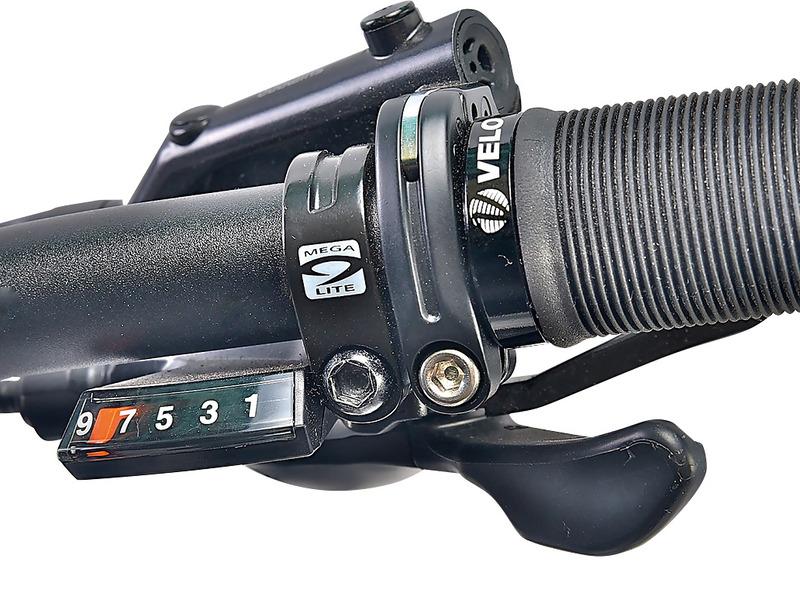 コンポーネントにはシマノ製「ALTUS」M2000シリーズ
