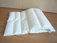 素材や厚さの異なる3つの枕がセットになっている ...