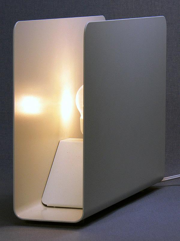 10WタイプのLED電球(三菱電機オスラムの「パラトン」)の光り
