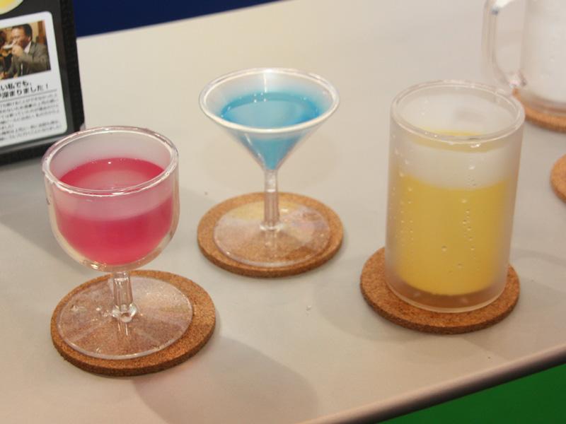 【東京おもちゃショー2011】 氷水を本物のビールのように見せるジョッキ「嘘ビール」(6/10)