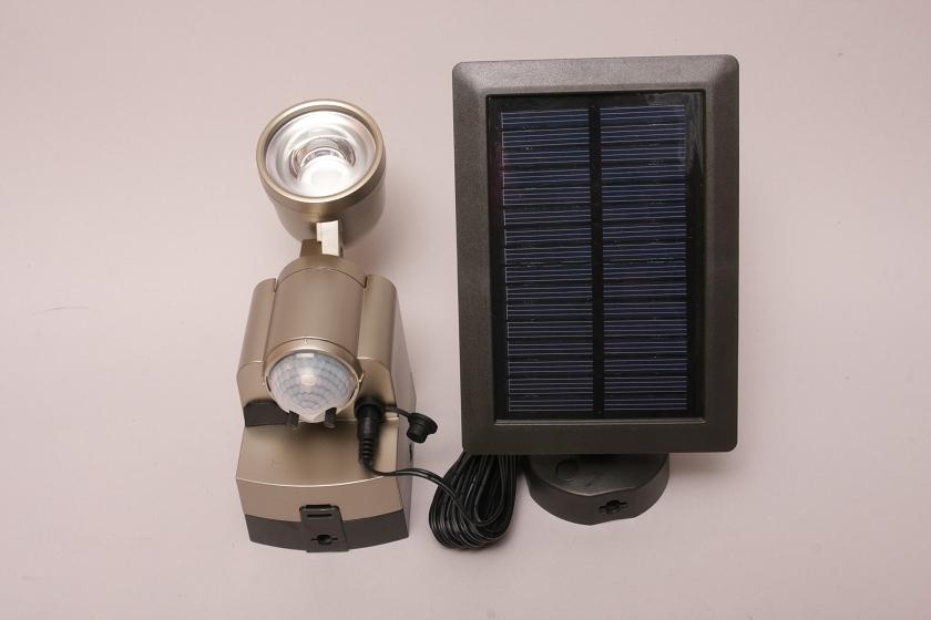 [拡大画像] 家電製品ミニレビュー - ELPA「ソーラー発電式 防雨 ...