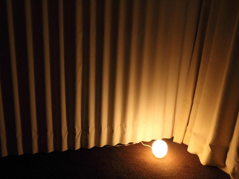 無印良品からママ達にとびきりおすすめのアイテムが。その名も… 「LED持ち運びできるあかり」  このライト、ネットでママ達から熱い支持を得ているスグレモノ!