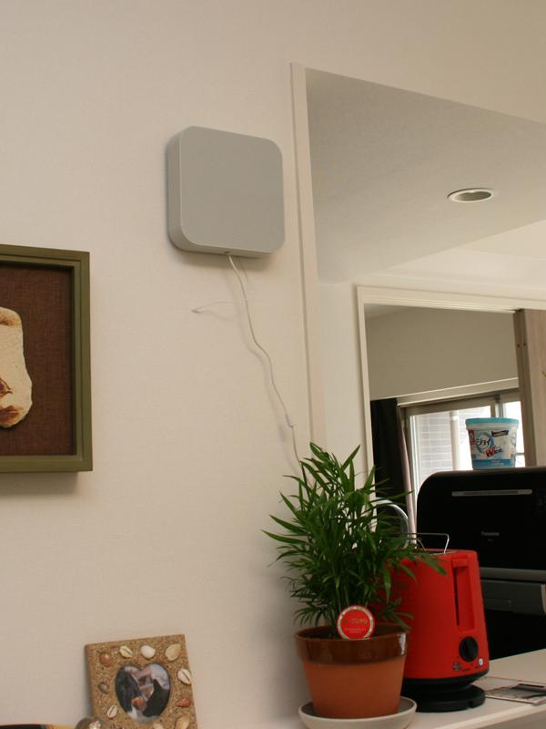 とっても画期的で多くのムジラーのリビングルームにあると言われる、無印の壁掛式CDプレーヤー。そんな大定番の無印製品と同じ形の「壁掛式Bluetoothスピーカー」から  ...