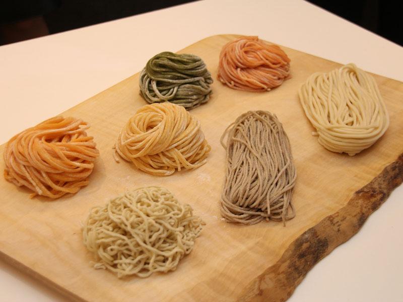 フィリップス、10分で生麺が作れる自動製麺機を発売 32200円
