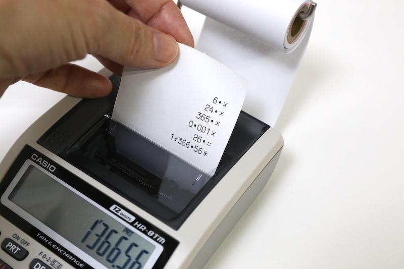 ea7bc87660 第8回:コモディティ化の大先輩・電卓で考える家電進化論(6/6). 前の画像 · 印字した紙はピリピリと切り離し、メモとして活用できる